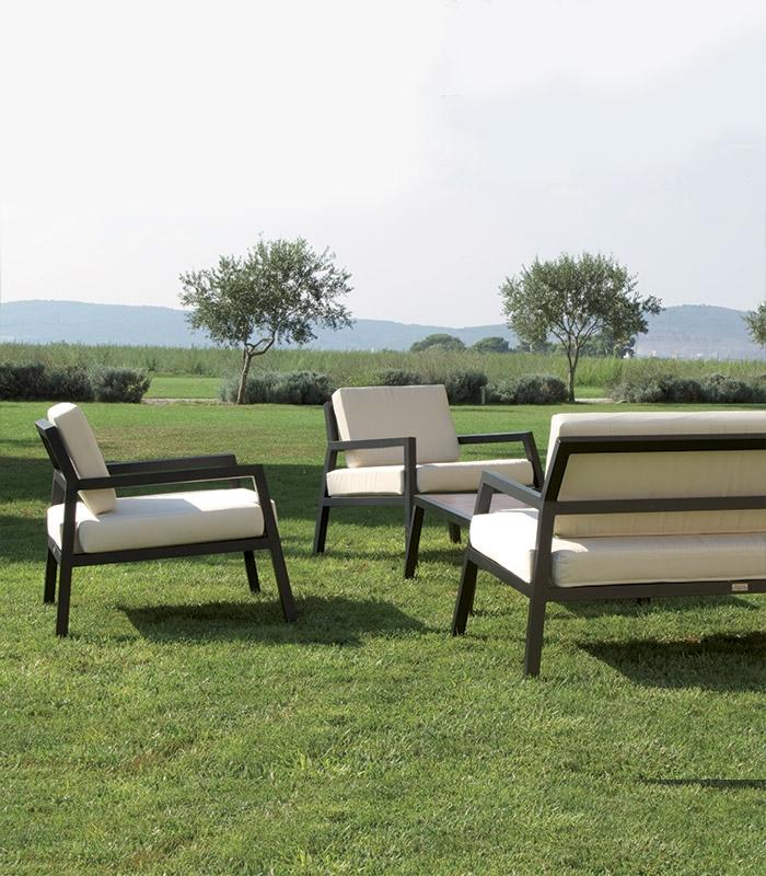Salon de jardin alu design avec coussins for Salon jardin design aluminium